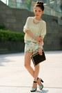 Black-gold-studs-bag-light-blue-tropical-prints-zara-shorts