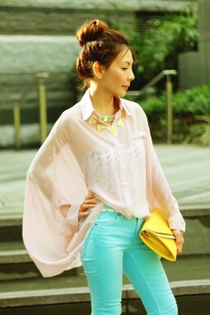 sky blue H&amp;M jeans - light pink shirt - light yellow clutch bag