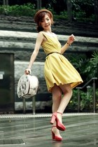 mustard lace collar dress - camel bowler hat hat - off white marilyn monroe bag
