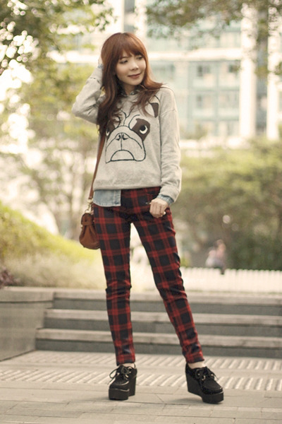 heather gray pug pull&bear sweater - black creepers shoes