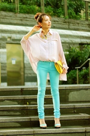 sky blue H&amp;M jeans - light pink shirt - silver H&amp;M necklace