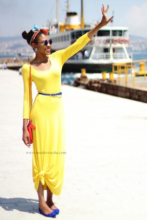 yellow jersey maxi dress - red crossbody H&M bag - blue round retro sunglasses