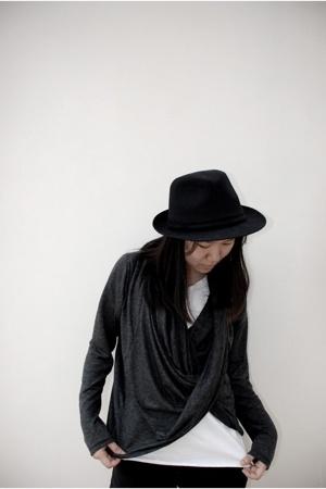 Zac hat - Ouky shirt - Mixed apparel sweater - Mosstories shoes