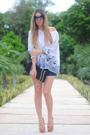 Espacio de Creadores La Roca Village blouse - Queens Wardrobe shorts