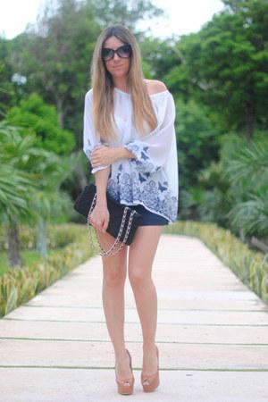 Espacio de Creadores La Roca Village blouse - Queens Wardrobe shorts