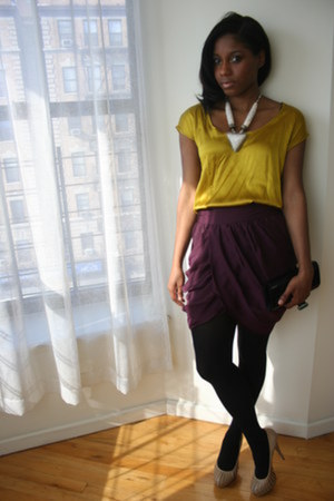American Apparel tights - BCBG bag - BCBG heels - Forever 21 skirt - Forever 21