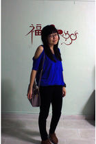 blue Roxy top - black Levis jeans - gray accessories - brown shoes - white Forev