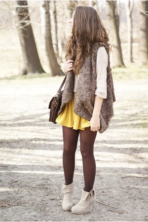 light brown Sheinside vest - beige romwe sweater - beige Papilion wedges
