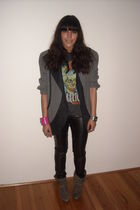 gray vintage blazer - black Bershka leggings - gray t-shirt - gray The Cassette