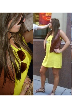 yellow Old Navy dress - gold Goodwill necklace - brown Old Navy shoes - brown Go