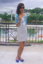 heather gray skirt - aquamarine top - navy floral details flats