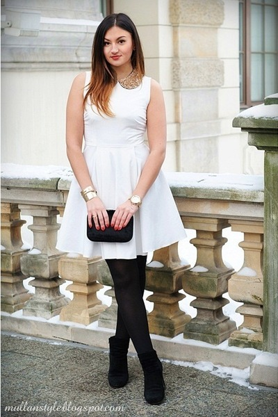 white Nife dress - bronze OASAP necklace