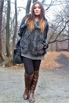 dark brown venezia boots - gray H&M vest