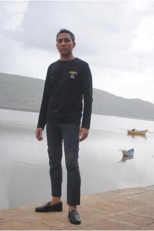 black Human Orig t-shirt - navy navy linen pant Munir Khamker pants