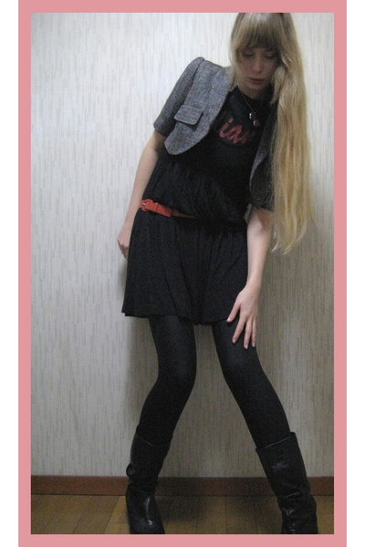 vintage blazer - H&M dress - vintage t-shirt - vintage boots - granmas closet be
