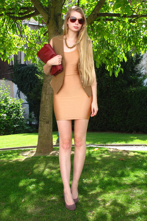 tan vintage vest - nude American Apparel dress - brick red vintage bag