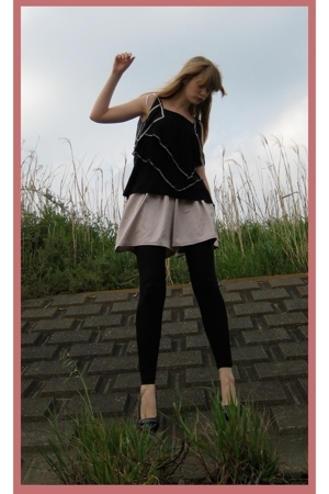 H&amp;M top - Hanjiro shorts - American Apparel leggings - Newlook shoes