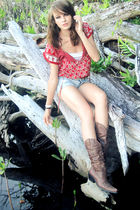 gray American Eagle shorts - brown cowboy boots - white top