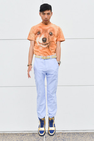 light orange pomeranian The Mountain shirt