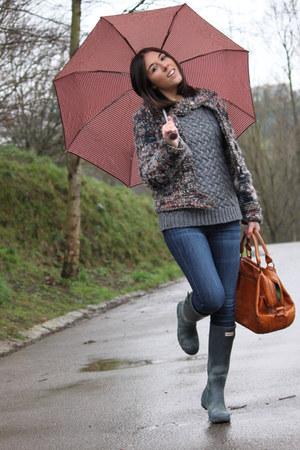Zara jacket - Hunter boots - Georges Rech bag