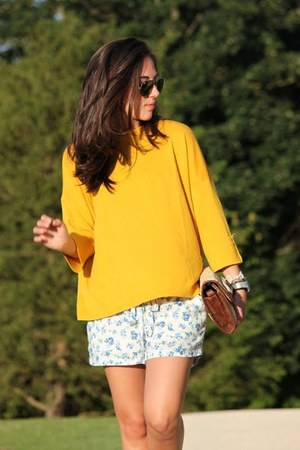 Bershka shorts - BLANCO bag - Mango jumper