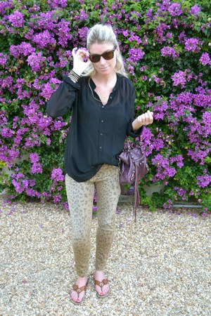 Current Elliot jeans - balenciaga bag - Ray Ban sunglasses - wilfred blouse