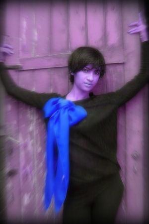 black Me shirt - Me scarf - blue