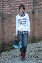 college Handbook Fashion jacket - O Pato Veste sunglasses - Qix sneakers