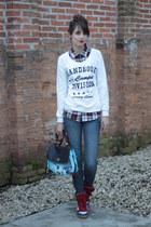 college Handbook Fashion jacket - O Pato Veste sunglasses - Qix sneakers