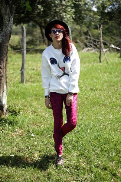 ruby red velvet romwe leggings - black romwe hat - black round zeroUV sunglasses