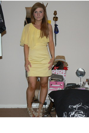 light yellow one shoulder Oasis dress - beige Belle &amp; Mimi shoes
