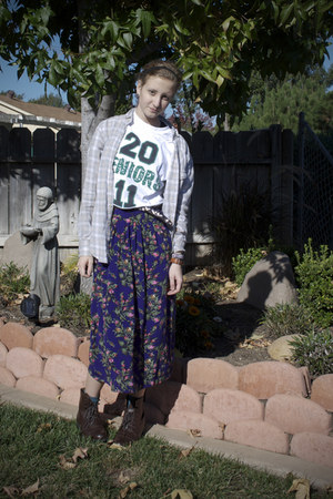 deep purple thrifted skirt - boots - heather gray Secondhand shirt