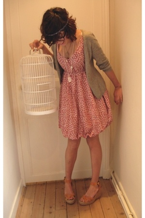 vintage dress - H&M necklace - Zara shoes - Zara vest