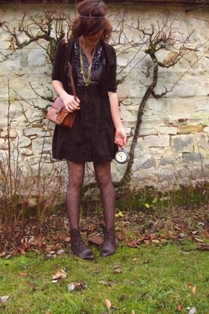 H&M vest - H&M skirt - H&M blouse - vintage shoes - vintage purse - H&M and vint