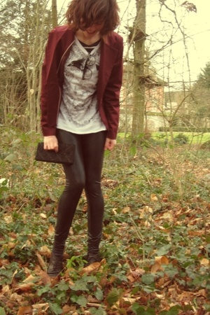 H&M blazer - Zara t-shirt - Pimkie tights - vintage accessories
