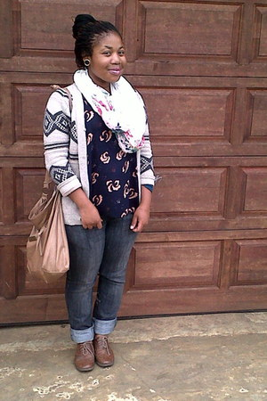 soft top RT top - brogues Prato shoes - Jay Jays jeans - floral Jay-Jays scarf