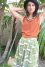 Green-50s-print-skirt-orange-90s-tank-top-beige-straw-purse-black-90s-boot