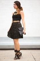 black pleated H&M skirt - black clutch Spiegel bag - black crop furor moda top