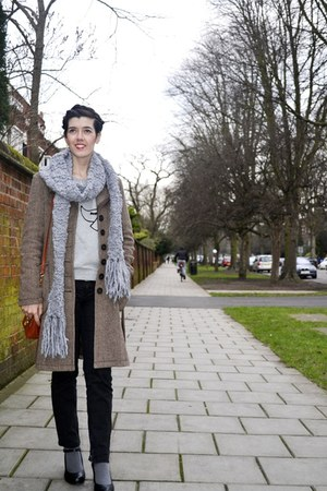 silver knitted Primark scarf - light brown Helmi coat