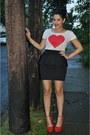 H-m-t-shirt-h-m-skirt-steve-madden-heels