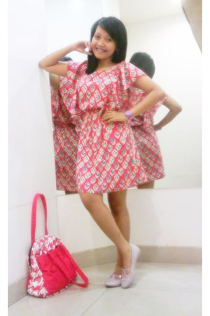 tawny batik H&M dress - red volcom print sdgf bag