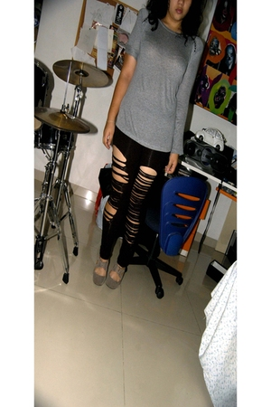 gray Zara top - black leggings - gray boots