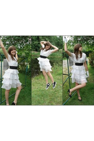 white polka dots vintage dress - black vintage belt - black Converse sneakers