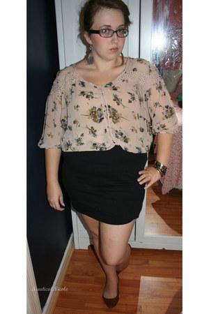 black feather earrings - tawny studded flats - black bodycon skirt