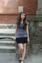 black skirt - gray t-shirt - black shoes