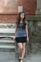 black skirt - gray t-shirt - black shoes