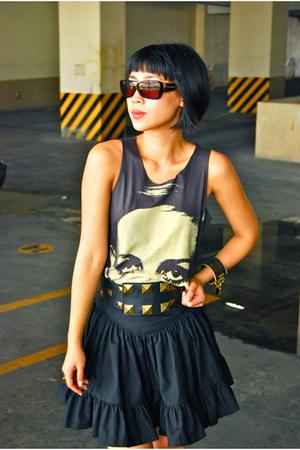 Mafia top - Poisonberry skirt - Syrup shoes - Oakley sunglasses - Cintura belt