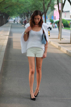 white sleeveless tux Nina Maya jacket - white tailored short H&M shorts