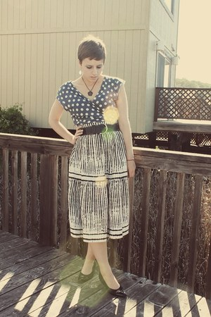 Goodwill skirt - vintage belt