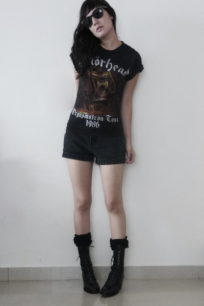 combat boots with shorts. black lace up combat boots